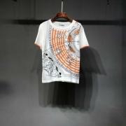 2019年春夏のトレンド 大人っぽい雰囲気 ファッションの流行り HERMES エルメス 半袖Tシャツ